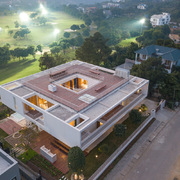 Biệt thự nghỉ dưỡng là 3 khối hộp vuông chồng lên nhau với tầm nhìn sân golf ở Tam Đảo, Vĩnh Phúc