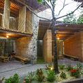<p> Tọa lạc tại trung tâm TP Hà Tĩnh, BES (tre, đất, đá) được thiết lập từ các vật liệu địa phương và phương pháp xây dựng truyền thống dựa trên ý tưởng tập trung vào người sử dụng.</p>