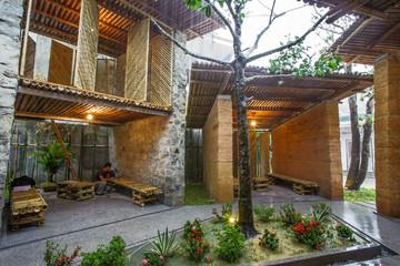 Không gian sinh hoạt cộng đồng làm từ tre, đất và đá ấn tượng ở Hà Tĩnh