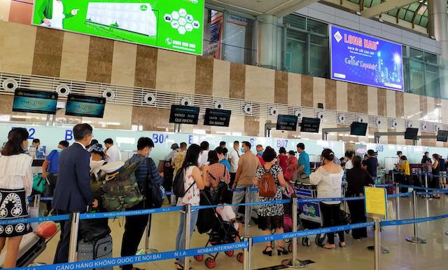 CDC Hà Nội tìm 26 người bay cùng với BN1.883