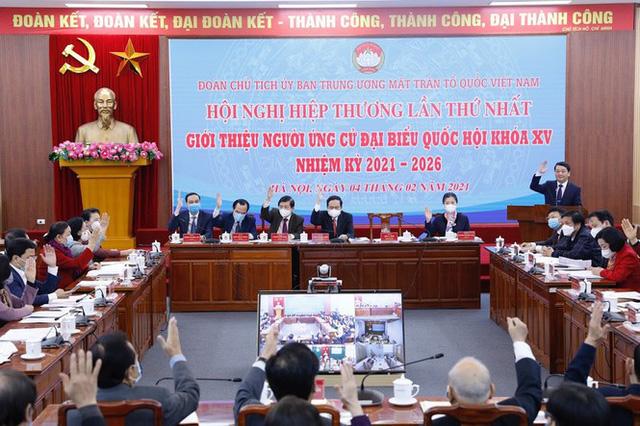 Các đại biểu tiến hành biểu quyết.