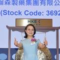 """<p class=""""Normal""""> <strong>6.<span> </span>Zhong Huijuan</strong></p> <p class=""""Normal""""> Năm sinh: 1961 (Tân Sửu)</p> <p class=""""Normal""""> Quốc gia: Trung Quốc</p> <p class=""""Normal""""> Tài sản: 22,7 tỷ USD</p> <p class=""""Normal""""> Zhong Huijuan tốt nghiệp ngành hoá học Đại học Sư phạm Giang Tô vào năm 1982 và từng làm giáo viên dạy hóa tại một trường trung học cơ sở ở Liên Vân Cảng. Năm 1995, bà Zhong nghỉ dạy học và thành lập Hansoh Pharmaceutical Giang Tô với 10 nhân viên. Công ty phát triển nhanh chóng và đạt doanh thu 4,5 triệu USD vào năm 1997. Hiện bà là Chủ tịch Hansoh - nhà sản xuất thuốc tâm thần lớn nhất Trung Quốc.</p> <p class=""""Normal""""> Với tài sản 22,7 tỷ USD, bà Zhong đang là phụ nữ giàu thứ 2 Trung Quốc. Chồng bà Zhong, ông Sun Piaoyang cũng là một tỷ phú ngành dược với tài sản được <em>Forbes</em> ước tính là 19,4 tỷ USD. (Ảnh: <em>Bloomberg</em>)</p>"""