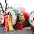 <p> Khu vực Tết Hàn Quốc đặc trưng với tủi vải may mắn, dải lụa ngũ sắc vàtrống buk.</p>