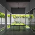 <p> Ngôi nhà nằm cạnh một công viên ở quận 2, vị trí đó giúp đội ngũ kiến trúc có thể tạo ra nơi làm việc sáng tạo cho những người sáng tạo.</p>