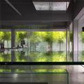 <p> Công năng và hiệu quả của việc sáng tạo bên trong văn phòng được coi là ý tưởng ưu tiên nhất của thiết kế. Một không gian chức năng với những chiếc bàn lớn dành cho kiến trúc sư và một thư viện mở thẳng đứng đã được dựng lên.</p>