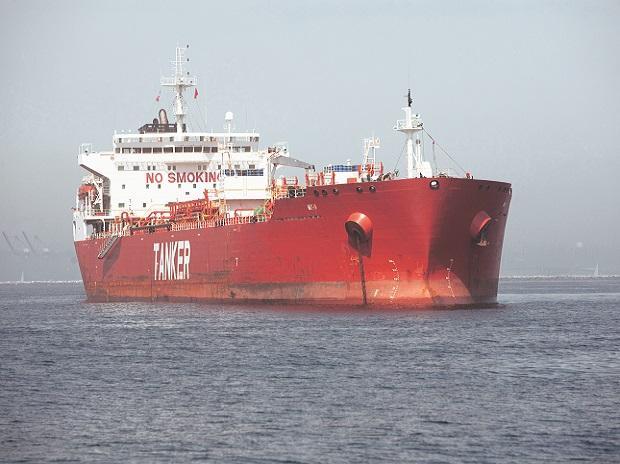 Hàng loạt tàu chở dầu siêu trọng 'chờ chết' trên các bãi biển ở châu Á