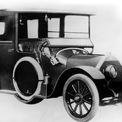 """<p class=""""Normal""""> <strong>Mitsubishi (1917)</strong></p> <p class=""""Normal""""> Khi ra đời vào năm 1870, Mitsubishi được biết đến là một công ty vận tải biển. Đến năm 1917, công ty này mới sản xuất chiếc ôtô đầu tiên. Mitsubishi Model A dựa trên mẫu Fiat Tipo 3, có thiết kế 7 chỗ ngồi, trang bị động cơ 4 xi-lanh dung tích 2.765cc, sản sinh công suất 35 mã lực.</p>"""