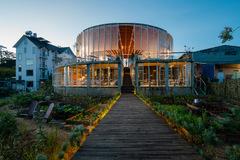 Trải nghiệm sự thay đổi của cảnh quan và độ cao trong một tòa nhà ấn tượng ở Đà Lạt
