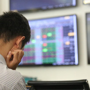 Khối ngoại sàn HoSE bán ròng đột biến 1.410 tỷ đồng, 'xả' cổ phiếu bluechip