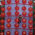 """<p class=""""Normal""""> Một người đi mua sắm chụp ảnh đèn lồng trang trí đón năm mới trong trung tâm thương mại ở thủ đô Kuala Lumpur, Malaysia. Ảnh: <em>AFP</em>.</p>"""