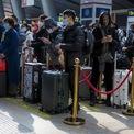"""<p class=""""Normal""""> Hành khách chờ tàu tại nhà ga đường sắt Nam Bắc Kinh, Bắc Kinh, Trung Quốc, hôm 10/2. Ảnh: <em>Reuters.</em></p>"""