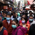 <p> Người dân ở Đài Bắc, Đài Loan, đi mua sắm đón tết Tân Sửu. Ảnh: <em>Reuters.</em></p>