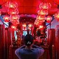 """<p class=""""Normal""""> Thắp hương cầu nguyện trong đêm Giao thừa tại một ngôi đền ở Jakarta, Indonesia. Ảnh: <em>Reuters.</em></p>"""