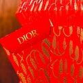 <p> Bao lì xì của Dior.</p>