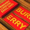 <p> Burberry chọn thiết kế đơn giản.</p>