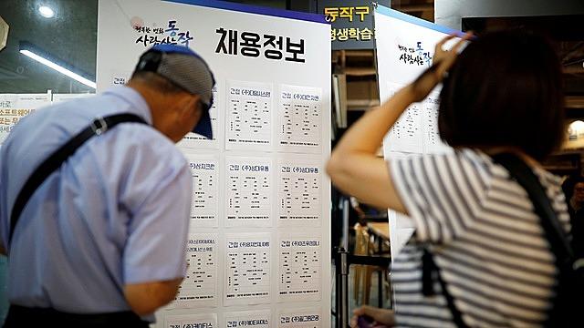 Đại dịch viêm đường hô hấp cấp Covid-19 khiến các tập đoàn lớn của Hàn Quốc phải thay đổi mạnh mẽ quy trình tuyển dụng.