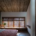 <p> Hai tầng này được thiết kế theo cấu trúc lệch tầng để tạo thêm không gian và sự thông thoáng.</p>