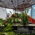 <p> Đội ngũ thiết kế hy vọng sẽ tạo ra một không gian sân vườn trong lành và thông thoáng, nơi các thành viên trong gia đình có thể tổ chức các hoạt động thường ngày và tạo ra những giá trị tinh thần quý giá.</p>