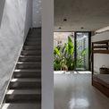 <p> Chiều ngang của ngôi nhà tương đối hẹp, chỉ khoảng 4m. Để tạo ra một không gian mở thông thoáng ở tầng trệt, đem lại cảm giác rộng rã, các kiến trúc sư đã phân tách các khu chức năng, phân chia không gian bằng các loại cây và thảm thực vật. Chúng thay thế cho những bức tường kiên cố. Cư dân được tiếp xúc gần gũi với cây xanh góp phần tạo nên dương khí cho ngôi nhà.</p>