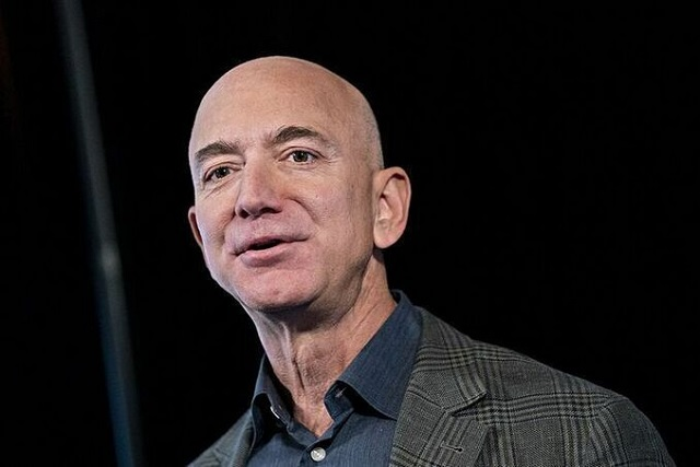 Cổ phiếu Tesla giảm, Jeff Bezos trở lại vị trí giàu nhất thế giới