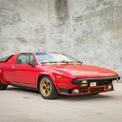"""<p class=""""Normal""""> <strong>Lamborghini Silhouette</strong>: Lamborghini hợp tác cùng Bertone sản xuất chiếc Silhouette vào giai đoạn 1976-1979 để cạnh tranh với Ferrari Dino trong phân khúc xe thể thao giá rẻ, định vị nằm dưới dòng siêu xe Lamborghini Countach. Tuy nhiên, Lamborghini Silhouette không thành công khi chỉ có 54 chiếc được sản xuất. Xe trang bị động cơ V8 3.0L mạnh 365 mã lực do Urraco cung cấp. Đây cũng là dòng xe đầu tiên của Lamborghini có thiết kế mui trần kiểu targa.</p> <p class=""""Normal""""> sieu xe Lamborghini anh 4</p> <p class=""""Normal""""> Lamborghini Jalpa: Mẫu xe """"kế nhiệm"""" Silhouette là Jalpa. So với """"đàn anh"""", Lamborghini Jalpa được đón nhận tốt hơn khi dòng đời kéo dài trong suốt thập niên 1980 với doanh số 410 chiếc. Jalpa là dòng xe Lamborghini sau cùng dùng động cơ V8 trong thế kỷ 20, cỗ máy 3.5L sản sinh công suất khoảng 255 mã lực, đi cùng hộp số sàn 5 cấp. Lamborghini cung cấp cho Jalpa tùy chọn trang bị cánh gió tương tự Countach.</p>"""