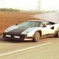 <p> <strong>Lamborghini Countach Evoluzione:</strong> Vào cuối thập niên 1980, Horacio Pagani trong thời gian làm việc tại Lamborghini đã đề xuất ý tưởng sử dụng vật liệu carbon để chế tạo siêu xe. Mẫu concept Countach Evoluzione ra đời với khối lượng nhẹ hơn khoảng 500 kg so với một chiếc Countach thông thường. Tuy vậy, Lamborghini cho rằng chi phí sản xuất quá cao và vật liệu carbon không thật sự cần thiết. Dự án bị hủy bỏ, Horacio Pagani thành lập công ty riêng và cho ra đời siêu xe Zonda.</p>