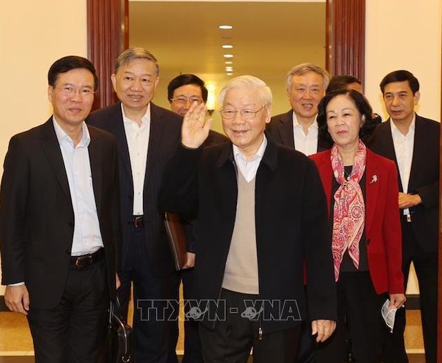 Tổng Bí thư, Chủ tịch nước Nguyễn Phú Trọng và các thành viên trong Bộ Chính trị, Ban Bí thư đến dự phiên họp.