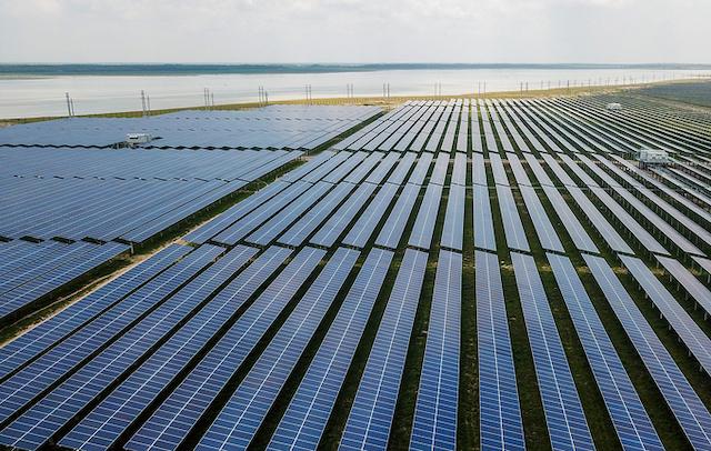 Thủ tướng vừa yêu cầu kiểm soát sự phát triển điện mặt trời, không để quá tải lưới điện và gây hậu quả xấu sau này.