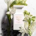 <p> Tom Ford Tubéreuse Nue mang mùi hương unisex (phù hợp với cả nam và nữ). Chai nước hoa tạo cảm giác tươi mới, ngọt ngào khi có hương của hoa huệ, hoa nhài, ca cao... Bên cạnh đó, mùi hương có thể được lưu giữ trên da trong khoảng 6-7 tiếng. Hiện Tubéreuse Nue được bán với giá 350 USD. Ảnh: <em>Sephora.</em></p>
