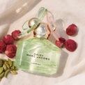 """<p> """"Một bó hoa đẹp"""" là cách Instyle mô tả hương thơm từ Marc Jacobs Daisy Spring Eau de Toilette. Chai nước hoa trị giá 86 USD có nốt hương của bạch đậu khấu, hồng mộc. Ảnh: <em>Sephora.</em></p>"""