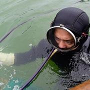 Thợ lặn kiếm tiền triệu mỗi ngày sau Tết