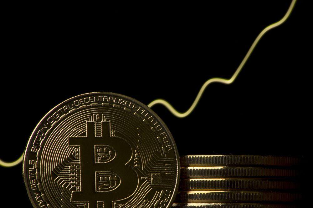 Vốn hóa Bitcoin vượt 1.000 tỷ USD