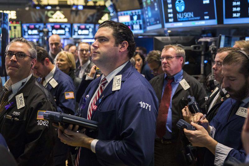 Cổ phiếu chu kỳ tỏa sáng, công nghệ lu mờ, Phố Wall gần như đi ngang