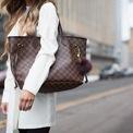 <p> <strong>9. Louis Vuitton Neverfull Tote</strong>: Túi Louis Vuitton Neverfull ra mắt vào năm 2007 nhưng cho đến nay vẫn được săn đón. Trên Designer Vintage, túi chỉ bị giảm 20% giá trị nếu còn trong tình trạng tốt. Ảnh: <em>Designer Vintage.</em></p>