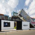 <p> HTAP Architects đã đưa một trung tâm nghệ thuật đương đại vào bên trong những chiếc hộp thép tại quận 2, TP HCM. Mục đích là tạo ra một tổ hợp không gian tổ chức các sự kiện nghệ thuật, làm việc, ăn uống, đồ uống buổi tối và hơn thế nữa.</p>
