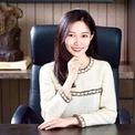 <p> Nữ thừa kế của công ty Sino Biopharmaceutical - cô Thesera Tse và con trai tập đoàn Midea Group - anh He Xiangjian đều mở riêng một bảo tàng vào năm ngoái. Con gái của nhà sáng lập tập đoàn thiết kế nội thất Red Star Macalline Group Che Jianxing cũng đang triển khai kế hoạch xây dựng một không gian nghệ thuật ở Bắc Kinh để trưng bày các sản phẩm thiết kế của Trung Quốc. Ảnh: <em>Sino Biopharmaceutical.</em></p>