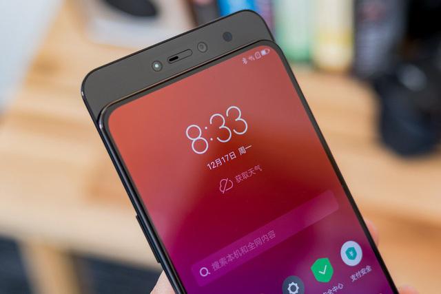 Tuy nhiên, thiết kế này khiến cho chi phí sản xuất và chi phí bảo hành tăng cao, kéo theo giá bán smartphone cũng bị đẩy lên.