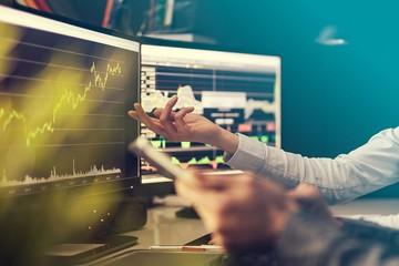 Nhận định thị trường ngày 24/2: 'Biến động giăng co tích lũy'