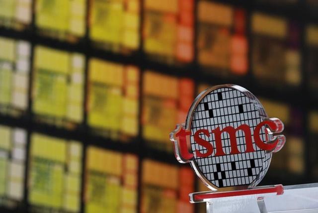 TSMC - nhà sản xuất chip hàng đầu thế giới của Đài Loan - tuyên bố sẽ xây dựng một nhà máy chế tạo chip 12 tỷ USD ở Mỹ. Ảnh: Reuters.