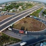 TP HCM bán đấu giá đất ven đường mới mở: Nhà nước, người dân hưởng lợi thế nào?
