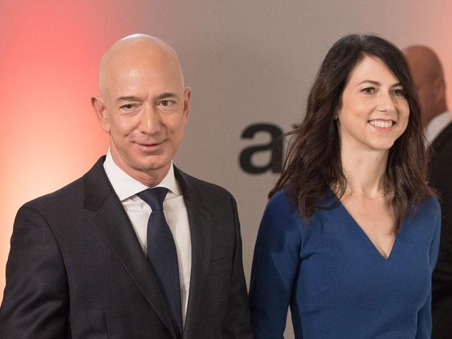 Chuyện lạ ở Amazon: Vốn hóa thị trường lên đến 1,69 nghìn tỷ USD nhưng không lãnh đạo nào ngoài gia đình Jeff Bezos trở thành tỷ phú  - Ảnh 2.