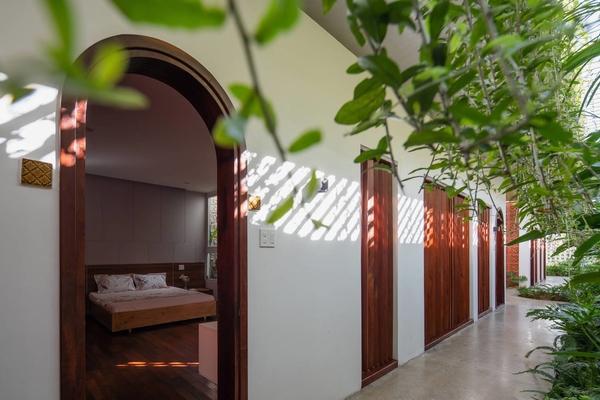 Đất dài 56 m, ngôi nhà ở Kon Tum được thiết kế như một dòng chảy thời gian