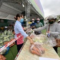 <p> Nông sản được đóng gói theo khối lượng nhất định như 3kg, 4kg và 5kg.</p>