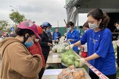 Người Hà Nội 'giải cứu' nông sản bị ảnh hưởng bởi dịch Covid-19
