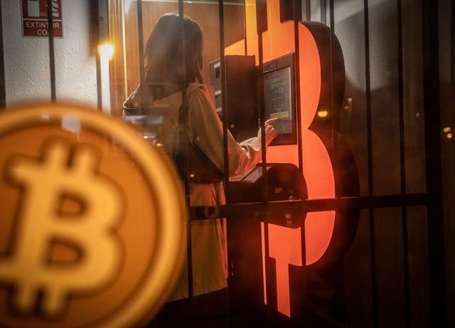 Bitcoin ngày càng được đón nhận rộng rãi hơn. Ảnh: Bloomberg Quint.