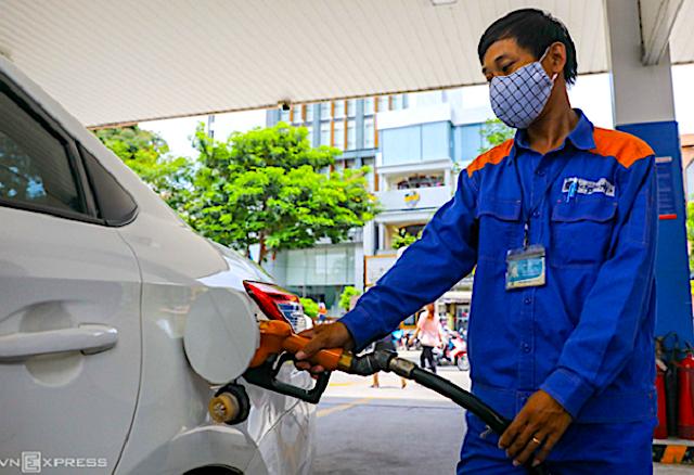 Giá xăng dầu đều tăng mạnh.