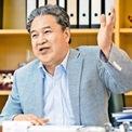 """<p class=""""Normal""""> <strong>4. Yeung Kin-man và Lam Wai Ying</strong></p> <p class=""""Normal""""> Tài sản: 18,6 tỷ USD</p> <p class=""""Normal""""> Yeung là người sáng lập và giám đốc điều hành của Biel Crystal Manufactory – nhà cung cấp màn hình cảm ứng smartphone cho Apple. Bà Lam Wai Ying là vợ của ông Yeung.(Ảnh: <em>EJ Insight</em>)</p>"""
