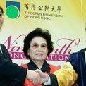 """<p class=""""Normal""""> <strong>9. Kwong Siu-hing</strong></p> <p class=""""Normal""""> Tài sản: 13,4 tỷ USD</p> <p class=""""Normal""""> Kwong Siu-hing là vợ của ông Kwok Tak-seng - đồng sáng lập Sun Hung Kai Properties. Ông Kwok qua đời năm 1990. Bà Kwong giữ chức chủ tịch công ty từ năm 2008 đến năm 2011. Hiện nay, nữ tỷ phú này vẫn là cổ đông lớn nhất của Sun Hung Kai. (Bà Kwong Siu-hing (ở giữa). Ảnh: <em>The Straits Times</em>)</p>"""