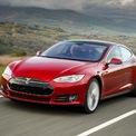 """<p class=""""Normal""""> <strong>Tesla Model S</strong></p> <p class=""""Normal""""> So với Model 3, Tesla Model S đắt hơn đáng kể. Dòng xe này chỉ được trang bị duy nhất một loại hệ thống dẫn động 4 bánh.</p> <p class=""""Normal""""> Phiên bản Tesla Model S Long Range có tầm hoạt động 663 km cho một lần sạc đầy đang có giá bán khởi điểm từ 81.190 USD. Trong khi đó, phiên bản Tesla Model S Plaid được trang bị 3 động cơ điện có giá lên tới 121.190 USD. Chiếc xe này sở hữu công suất lên tới 1020 mã lực, có thể tăng tốc từ 0-100 km trong vòng 2 giây, trước khi đạt vận tốc tối đa 321 km/h. Khả năng tăng tốc của Tesla Model S Plaid còn vượt xa siêu xe hàng đầu Lamborghini Aventador SVJ.</p> <p class=""""Normal""""> Tuy nhiên, để đạt được hiệu suất này chiếc Model S Plaid phải hi sinh một chút về tầm hoạt động, xe chạy được 627 km cho một lần sạc đầy, thấp hơn so với Model S Long Range.</p> <p class=""""Normal""""> Dự kiến vào cuối năm nay, mẫu Tesla Model S Plaid+ với giá bán 141.190 USD sẽ được tung ra có hiệu suất còn mạnh hơn nữa.</p>"""