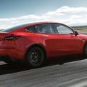 """<p class=""""Normal""""> <strong>Tesla Model Y</strong></p> <p class=""""Normal""""> Dòng compact SUV Model Y của Tesla đang có giá bán khởi điểm 50.190 USD cho phiên bản Long Range, với tầm hoạt động 524 km cho một lần sạc đầy. Bên cạnh đó, phiên bản hiệu huất cao Performance có giá 62.190 USD với tầm hoạt động 487 km.</p> <p class=""""Normal""""> Giống như Model X, Model Y cơ bản chỉ có 5 ghế ngồi, nếu muốn thêm hàng ghế thứ 3, khách hàng sẽ phải rút ví thêm 3.000 USD nữa.</p>"""